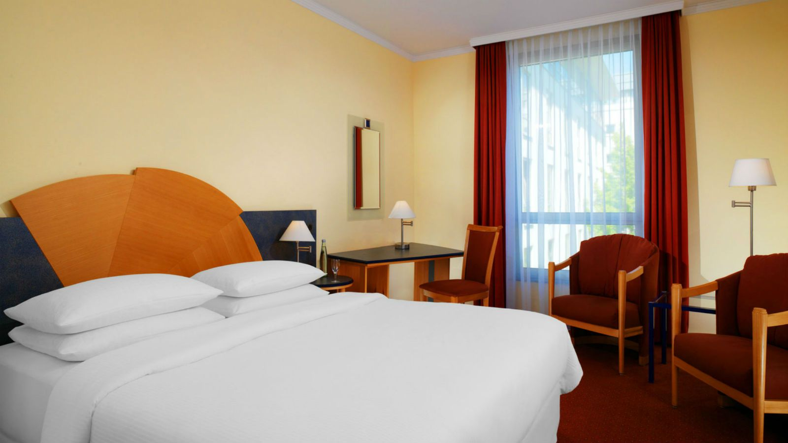 Hotel Offenbach - Classic Room at the Sheraton Hotel